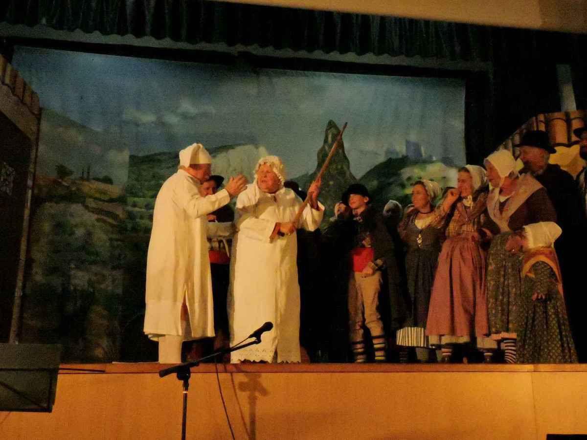 C'est ensuite le réveil des autres vieux Noura et Nourado. On croise l'aveugle