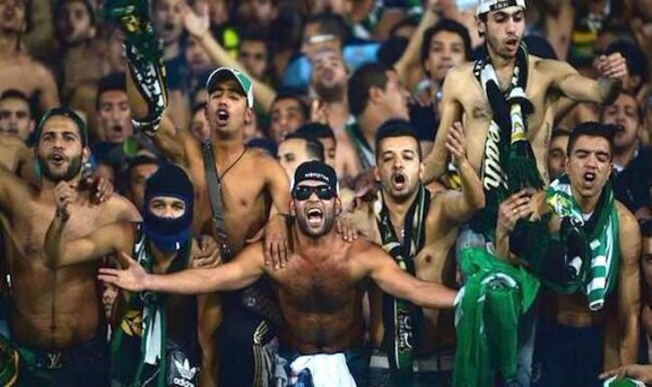 Les supporters du Raja Club Athletic de Casablanca soutiennent le terrorisme de Daesh