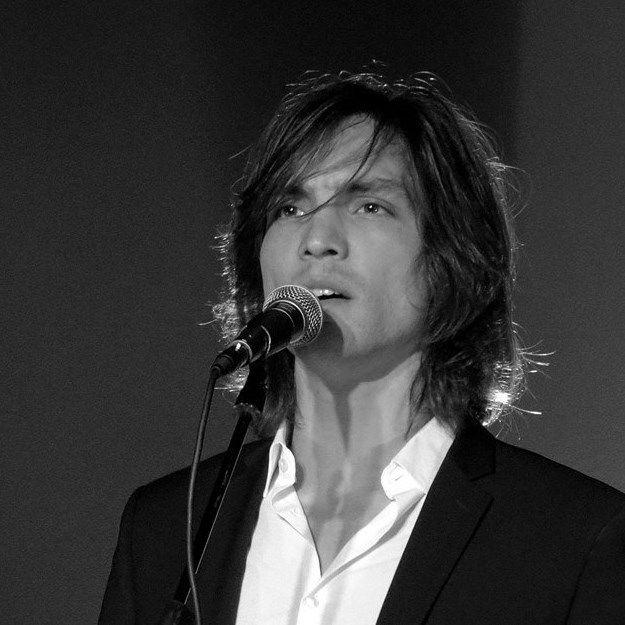 Nico di Santy, un jeune chanteur vous promet de vous faire vibrer en musique