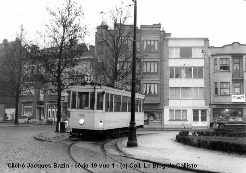 A l'époque de Brel (1960), le Tram 33 reliait Boitsfort au square Henri Rey à Anderlecht, à proximité du domicile de l'artiste. Remplacée par un bus en 1960, la ligne disparut définitivement en 1968 au profit des actuelles lignes 21 et 95 de la STIB.
