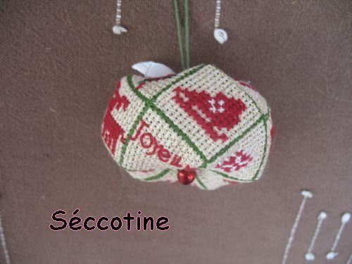 Biscornu 15 faces par Seccotine