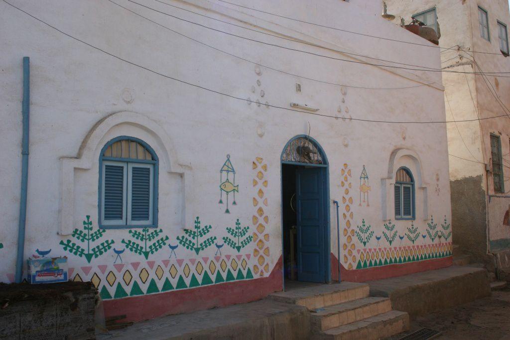 Un village copte et ses maisons décorées