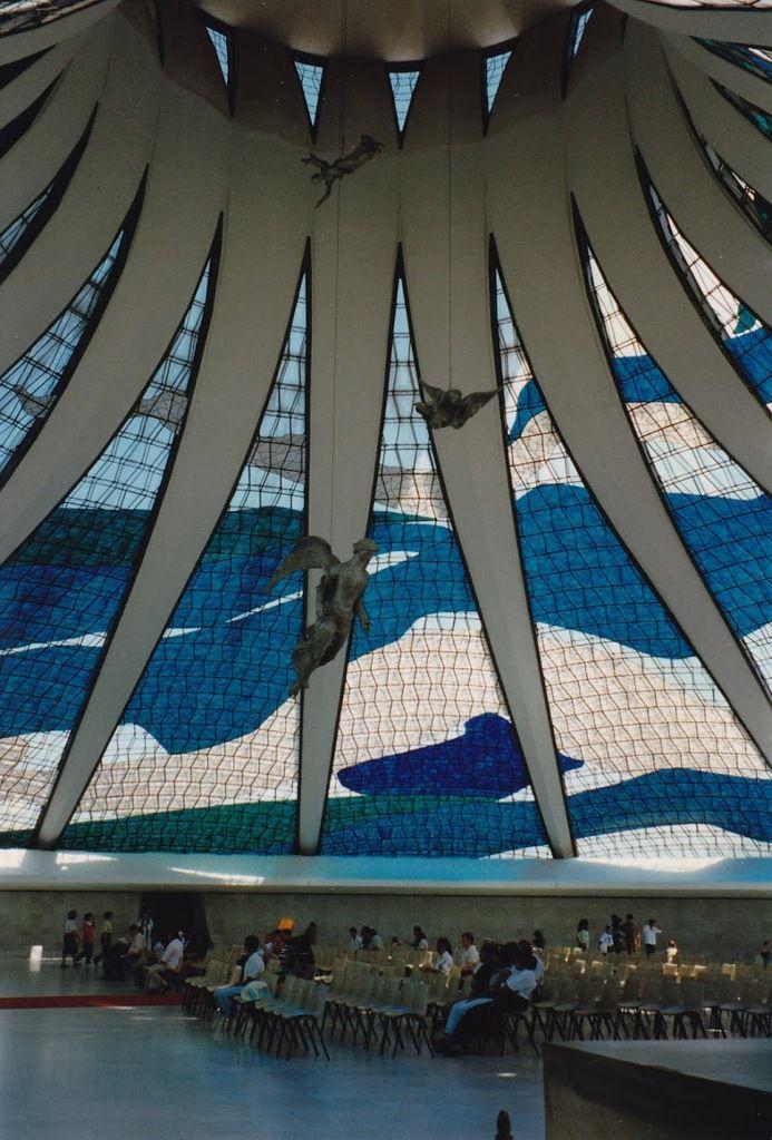 l'intérieur de la cathédrale de Brasilia