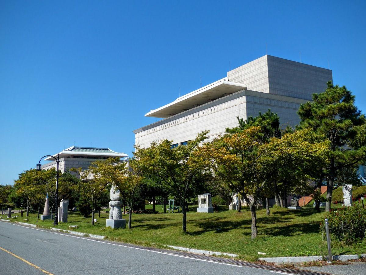 le musée d'art moderne&#x3B; les coréens sont friants de musées, il y en a partout et de tous genres pour oublier leur histoire très tourmentée sans doute&#x3B;