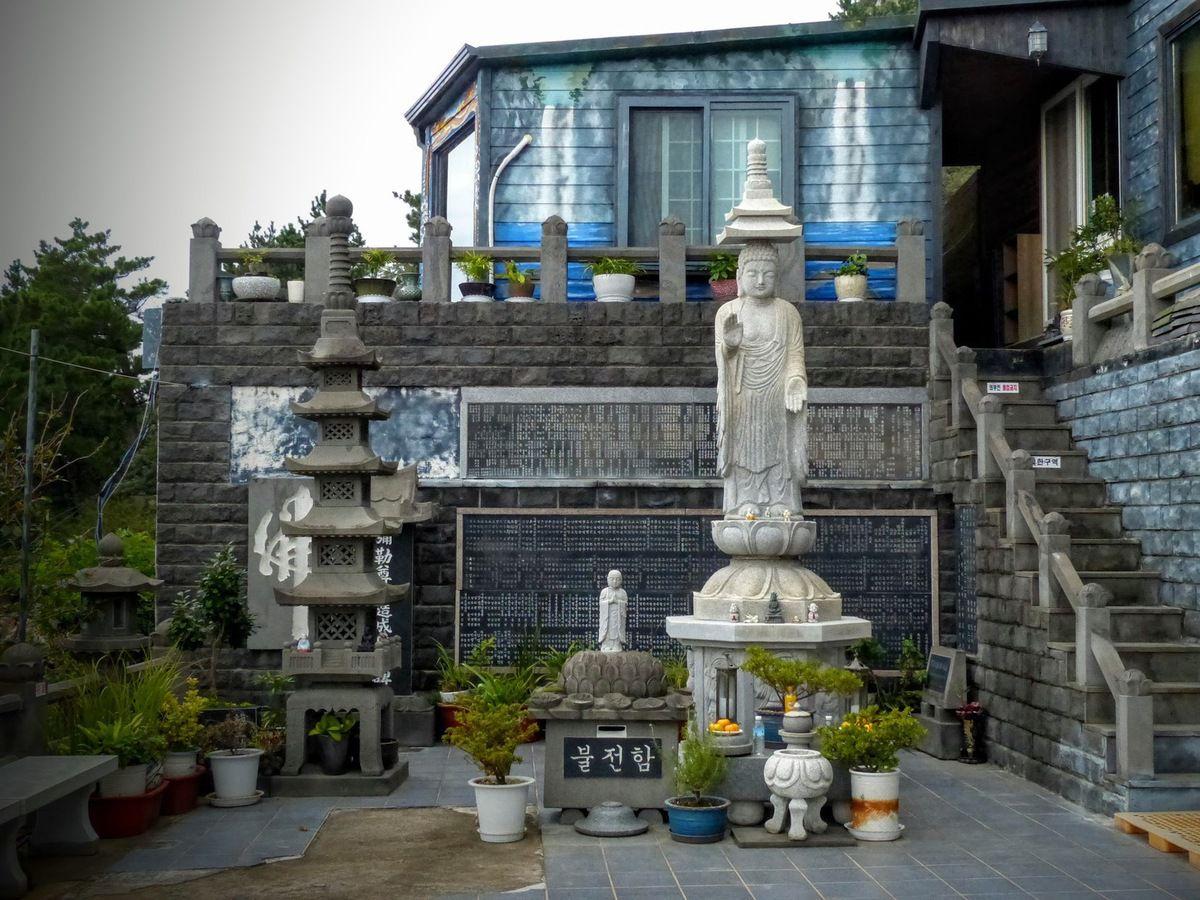 le temple bouddhiste Sambang&#x3B; suite&#x3B;
