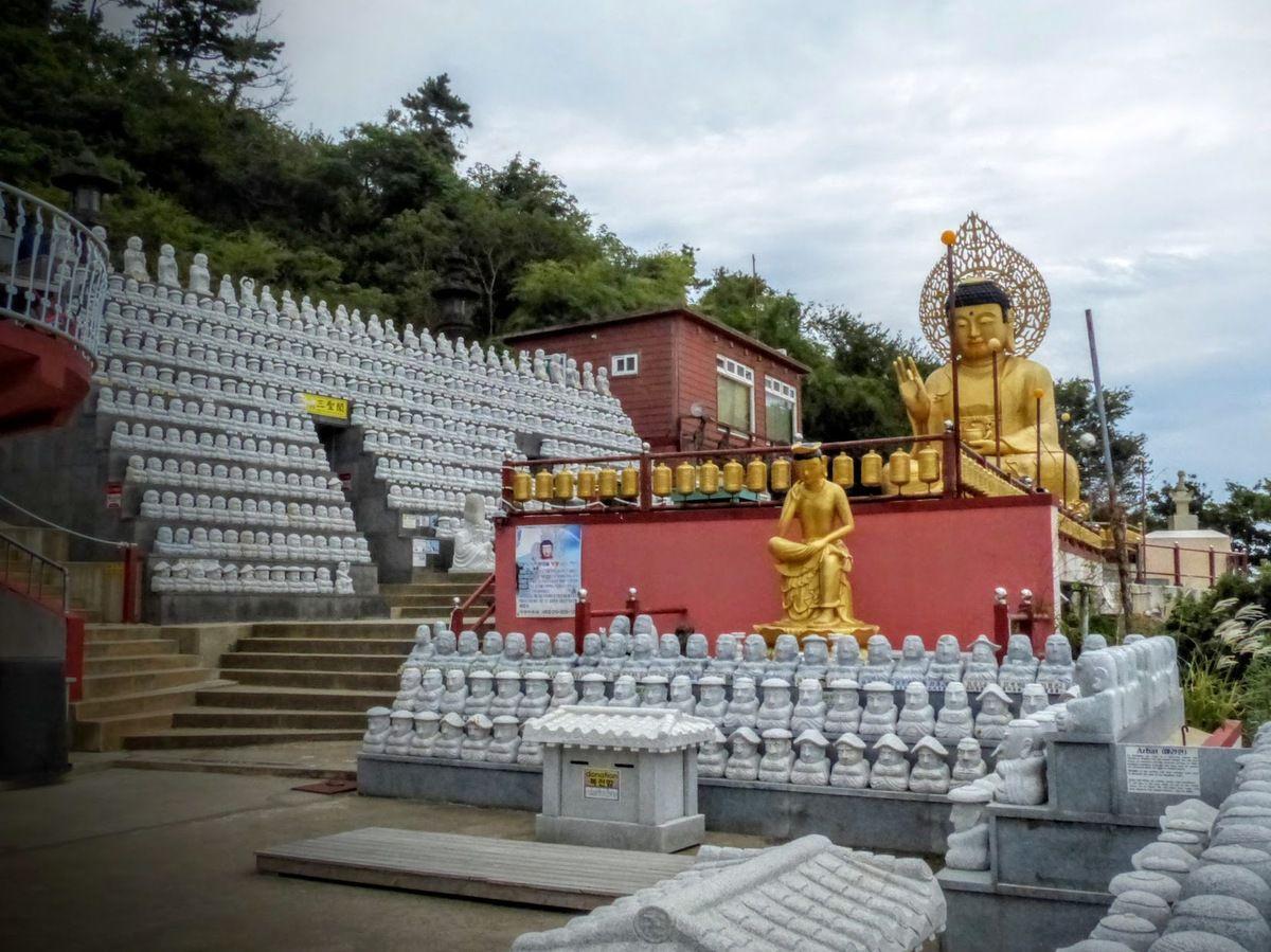 le temple bouddhiste Sambang