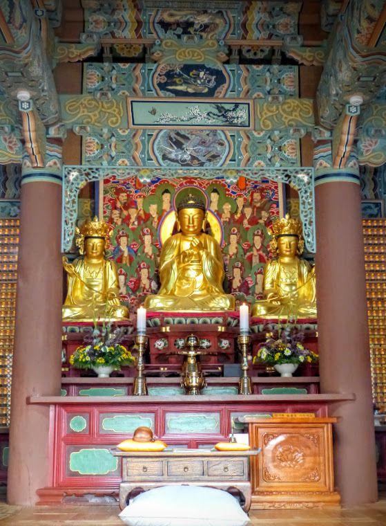 Busan&#x3B; un autre temple bouddhiste&#x3B; de belles peintures