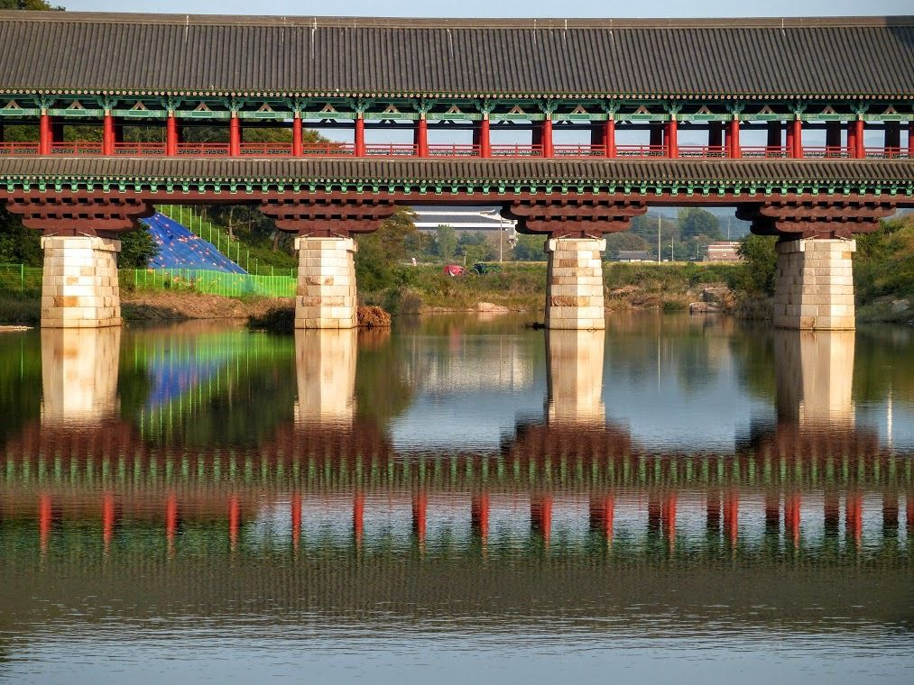 Gyeongju &#x3B; Chuyanggyo and Woljeonggyo bridge, un pont couvert en réfection