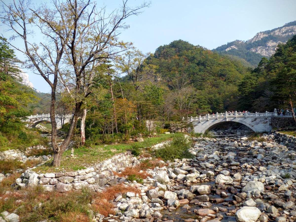 Seoraksan national park, le temple bouddhiste Sinheungsa