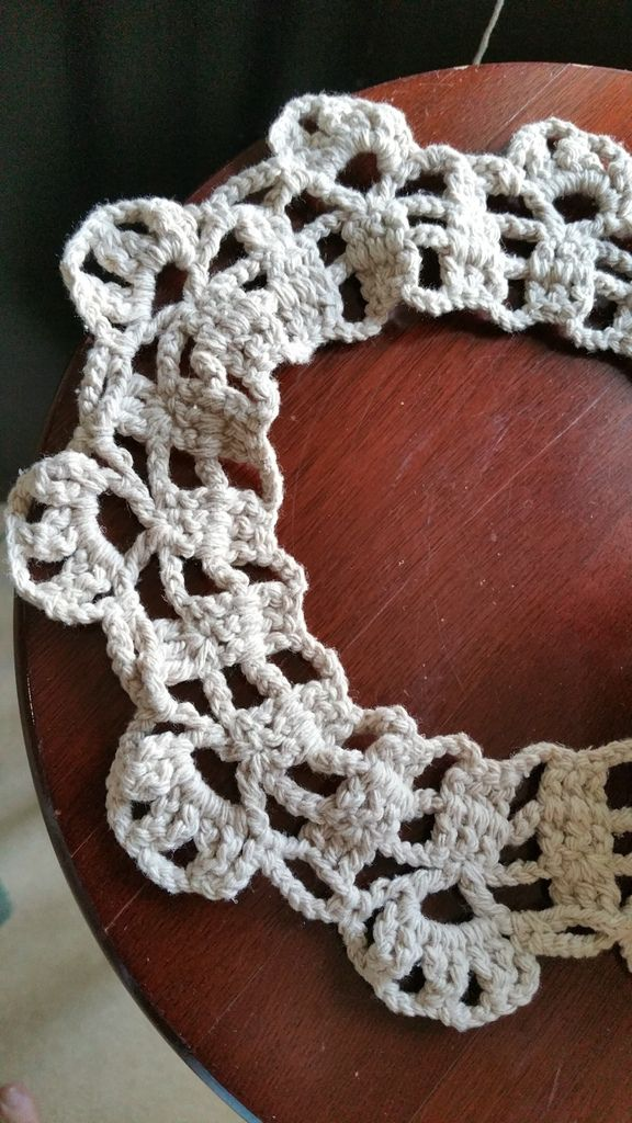 Les détails de l'écharpe. Details of the scarf.