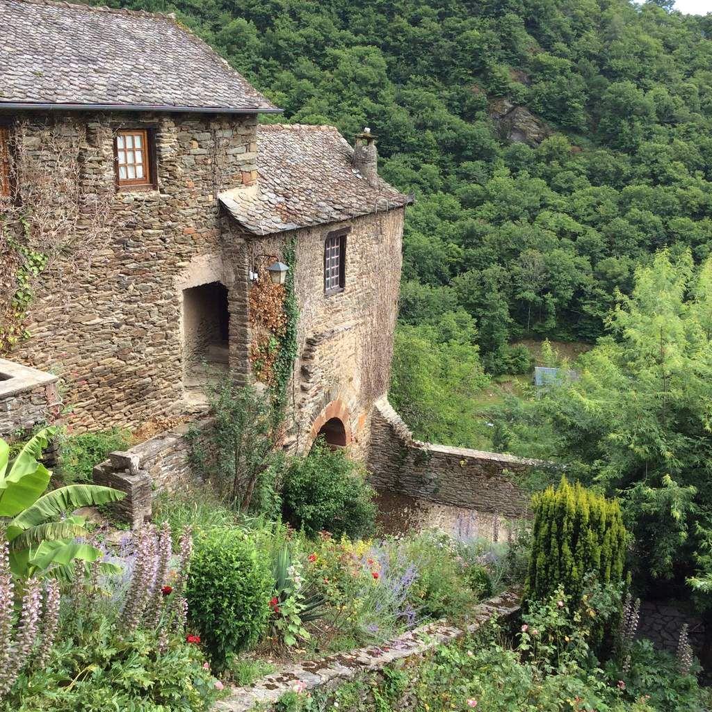 Aubrac, le château d'Estaing, Conques