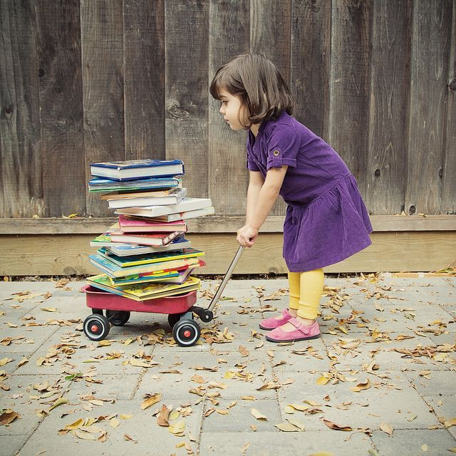 Ana and the Books par María T Pons sur Flickr