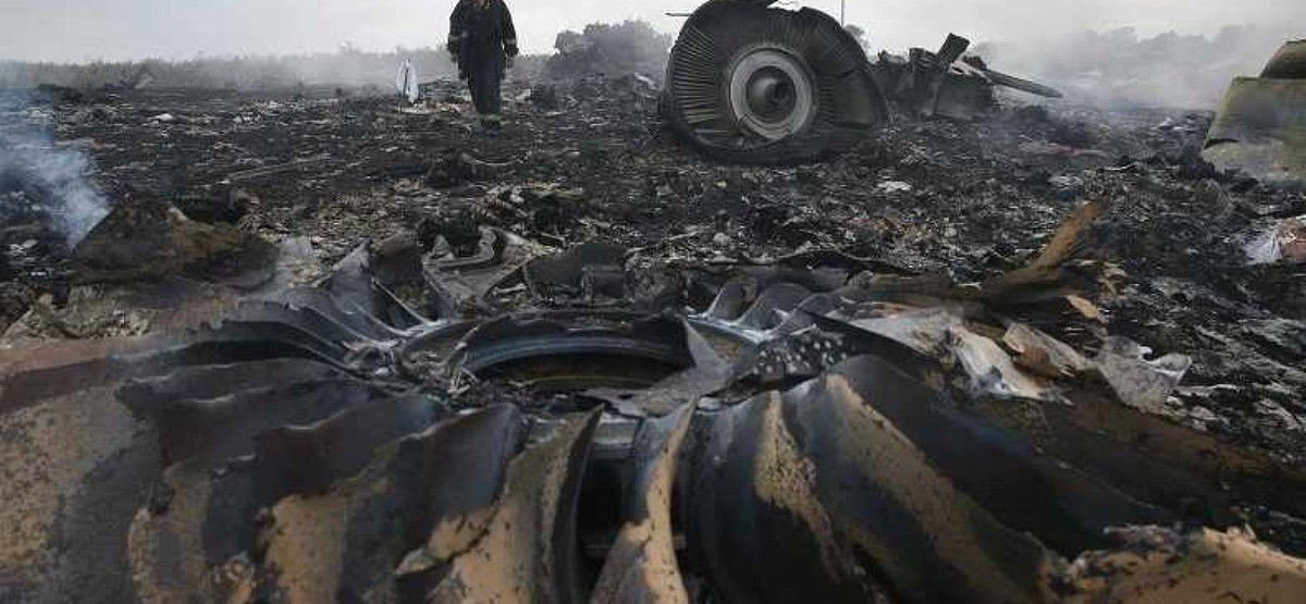 Photo:  Les débris du vol MH17 de Malaysian Airlines.