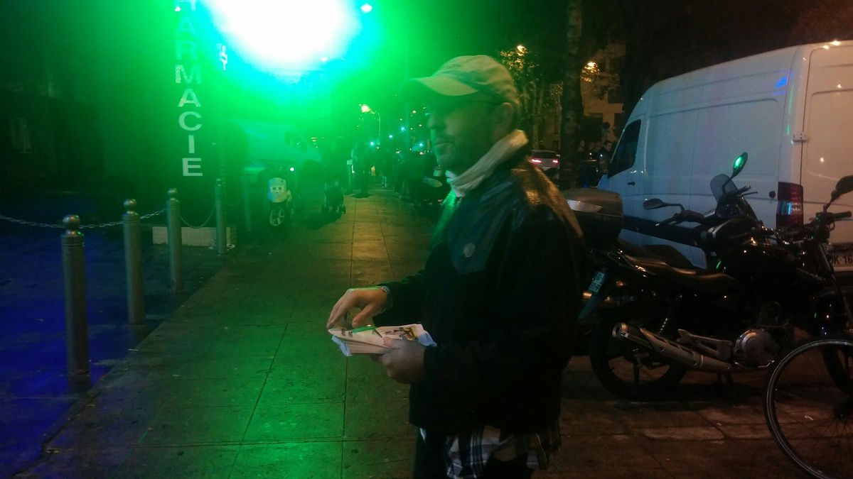 distribution de tracts devant Carrefour TNL à Nice