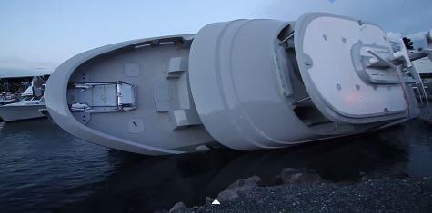 Le yacht Blood Baron chavire lors de sa mise à l'eau