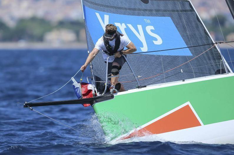 Franck Cammas, sur Groupama, triple vainqueur à Hyères - photos : JM Liot