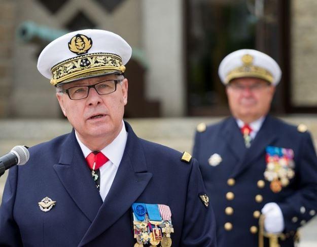La vice amiral d'escadre Labonne et son successeur, le vice-amiral de Oliveira- photo Marine Nationale