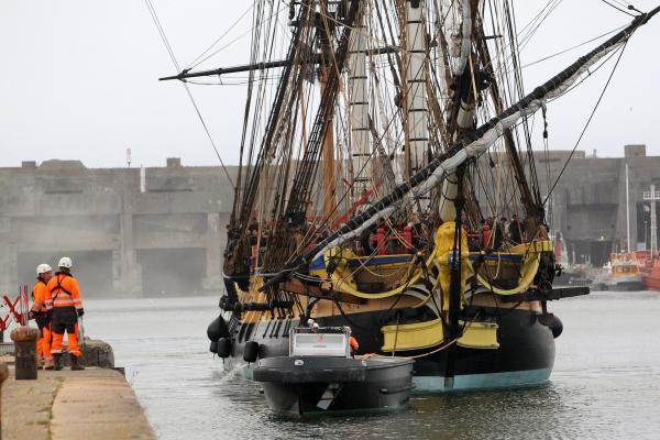 L'Hermione a quitté le port de La Rochelle
