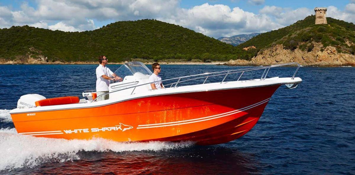 Partenariat entre les bateaux à moteur White Shark (17) et le motoriste Mercury Marine