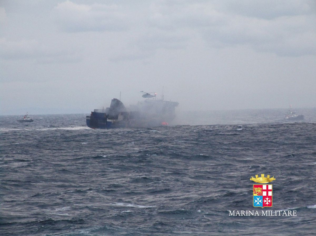Le ferry Norman Atlantic en feu en Adriatic - photo : Marine Italienne