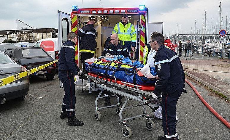 Une vedette de 6m explose dans le port de La Rochelle (17)
