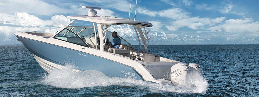 Boston Whaler 320 Vantage : le flagship du chantier américain en matière de bow-riders !