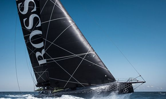 Hugo Boss menace de sombrer - Alex Thomson et Guillermo Altadill hélitreuillés