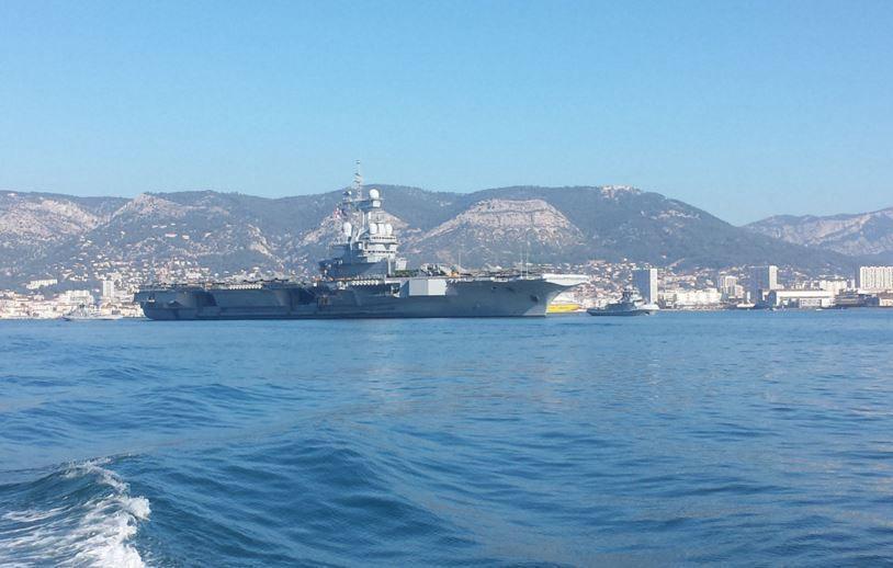 Le porte-avions Charles de Gaulle a quitté Toulon (83) pour la Méditerranée orientale