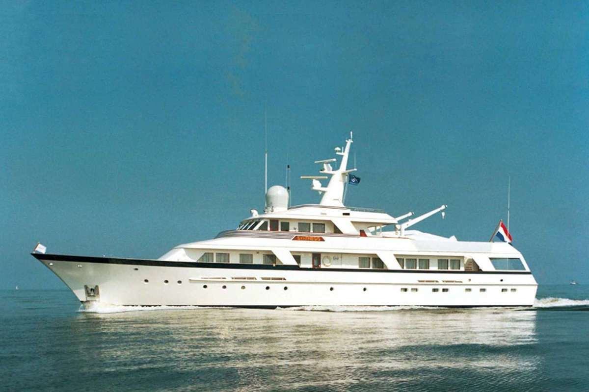 Synthesis : un motoryacht de chez Feadship, membre de l'association Feadship Heritage Fleet