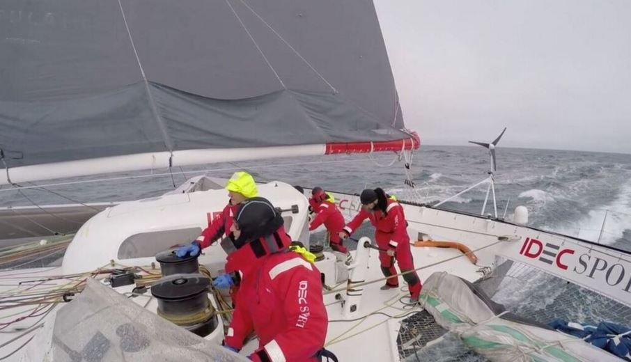 Idec Sport en approche du Cap Horn