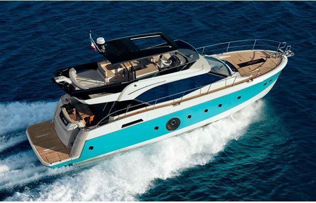 Monte Carlo MC6, bateau de l'année en Grande Bretagne dans la catégorie des vedettes à fly jusqu'à 60 pieds