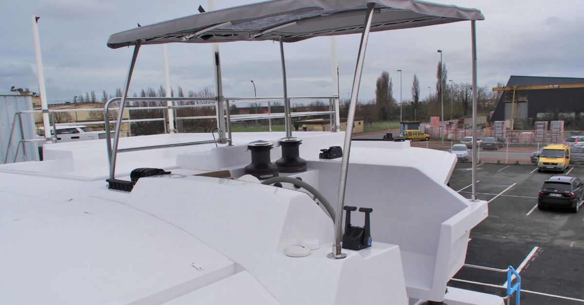SCOOP - premières photos du 1er catamaran Nautitech à flybridge