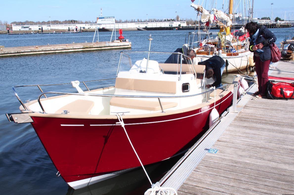 Le Rhéa 23 Open de Louis est à quai, à Lorient ! Il est temps de voir comment tout cela fonctionne...