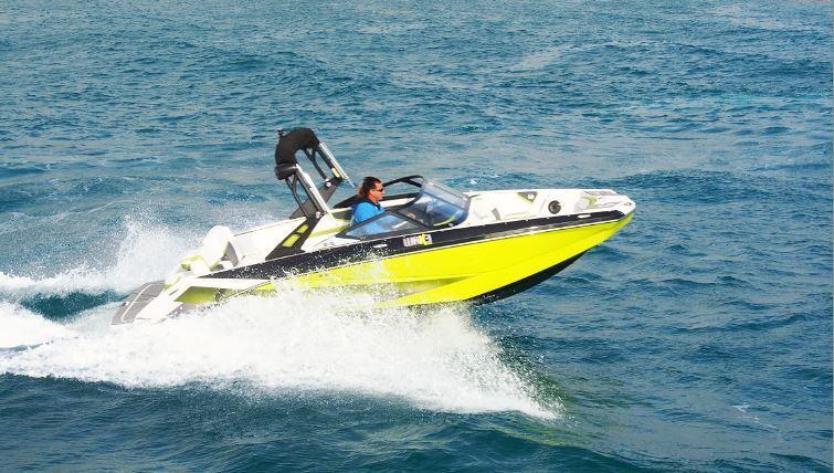 Scarab, des bateaux pas comme les autres, à moteurs jet, pour le plaisir et la sécurité