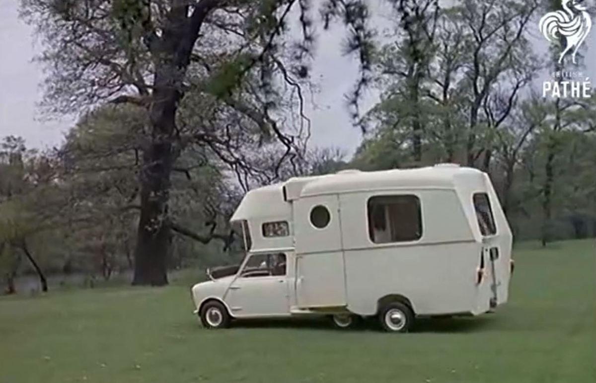 video surprenante mini caraboat voiture camping car et bateau tout la fois. Black Bedroom Furniture Sets. Home Design Ideas