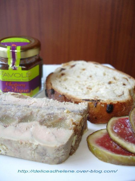 Foie gras marbré aux poires caramélisées et aux marrons: http://delicesdhelene.over-blog.com/article-foie-gras-marbre-aux-poires-caramelisees-et-aux-marrons-41809504.html