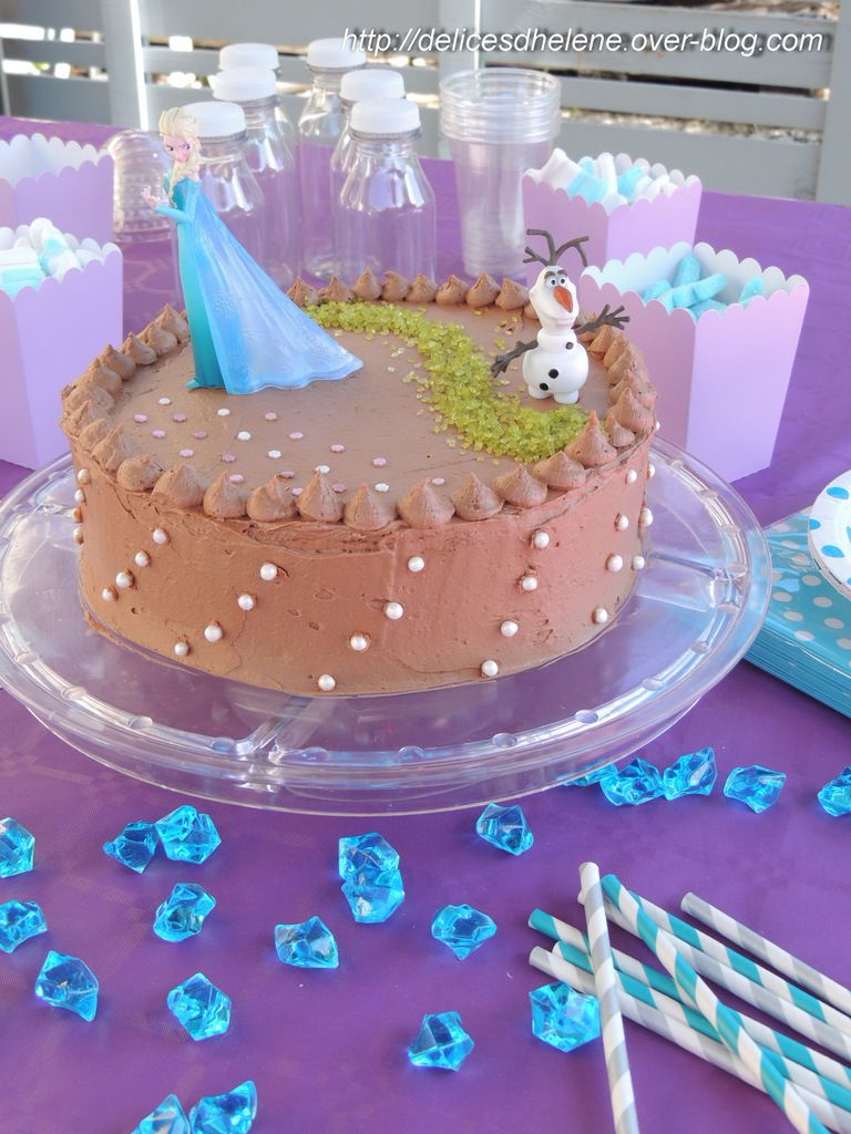 LAYER CAKE AU CHOCOLAT (OU LE GATEAU REINE DES NEIGES)