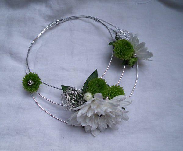 Margaux et ses fleurs.... parure pour Marie ...