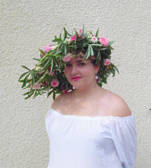 Margaux et ses fleurs... chapeau fleuri