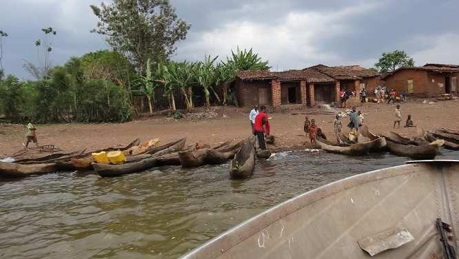 icyambu cyo ku kiyaga cya Rweru ku ruhande rw'i Burundi abari bagiye kwiba imirambo i Burundi bambukiyemo
