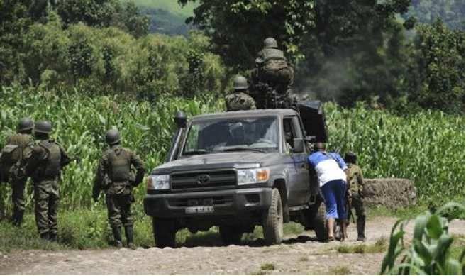 Ingabo za Congo FARDC zirwanira mu modoka  zirwanya FDLR iri mu ishyamba!