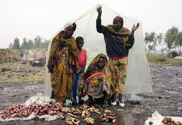 Nyuma yo kwicwa no gusahurwa ibiribwa n'ingabo za FARDC impunzi z'abanyarwanda zisigaye mukangaratete!