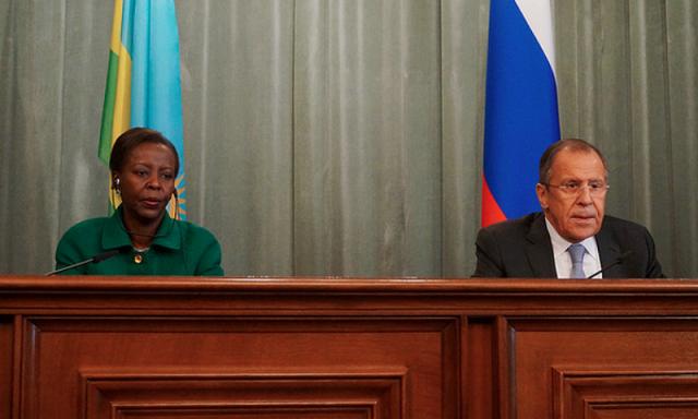 Louise Mushikiwabo w'u Rwanda na Minisitiri w' ububanyi n' amahanga w' u Burusiya Sergey Lavrov