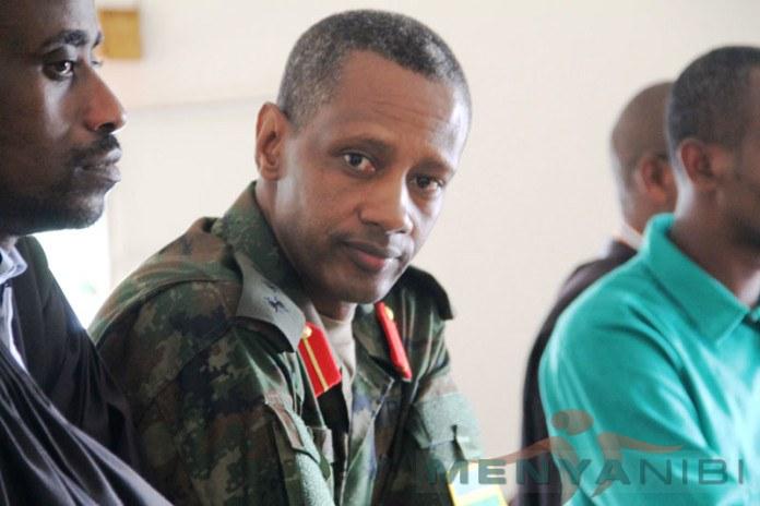 Col.Tom Byabagamba (wambaye gisilikare) ntabwo yari azi ko azicwa na Kagame yari arinze!