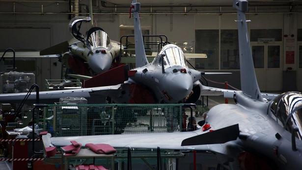 A Mérignac, dans le sud de la France, la chaîne de production militaire de l'usine Dassault qui a en charge l'assemblage final des Rafale.