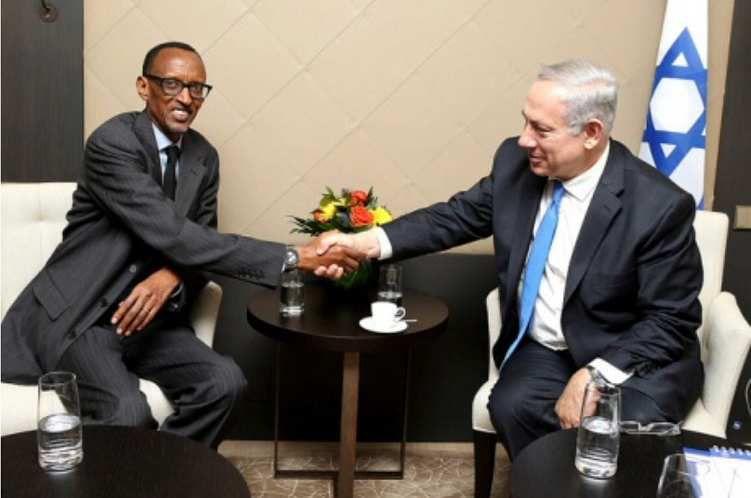 Paul Kagame (Rwanda) asuhuzanya na Benjamin Netanyahu (Israyeli)