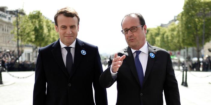Perezida Emmanuel Macron na François Hollande mu muhango wo kuwa 8 Gicurasi 2017