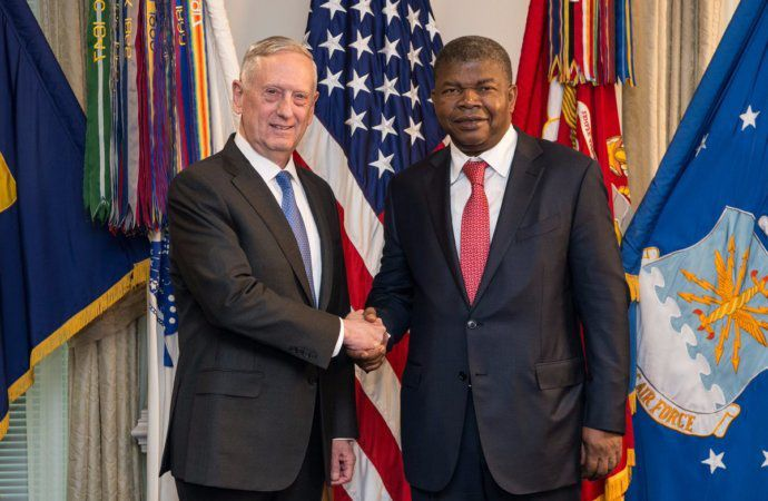Ministre w'ingabo z'Amerika Mattis ari kumwe na ministre w'ingabo z'Angola Joao