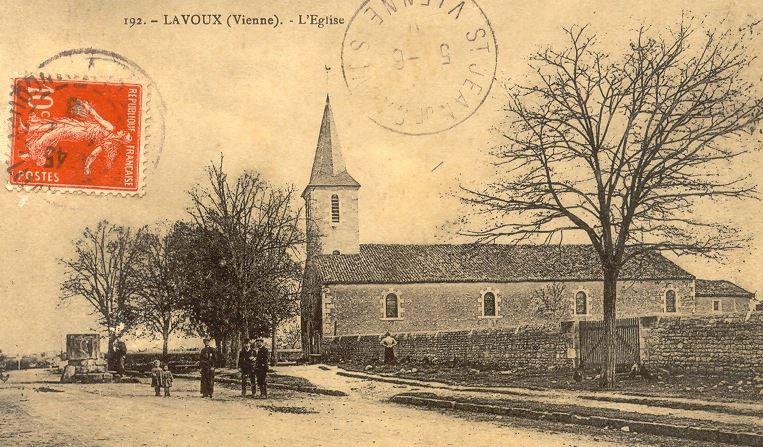 Le puits communal de Lavoux