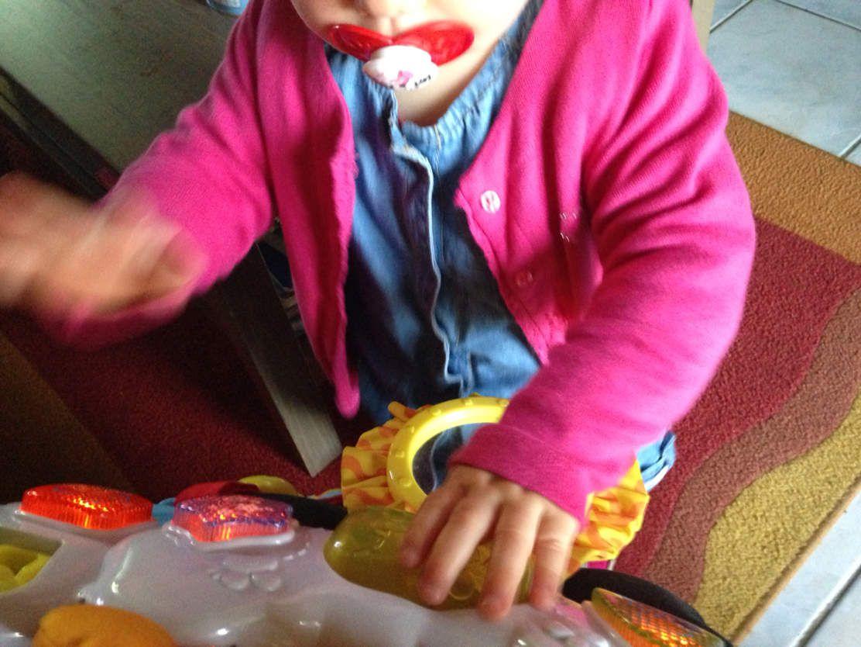Mode bébé : Poupette en combinaison courte d'été